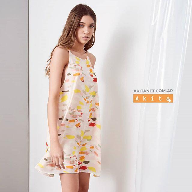 vestido urbano corto y recto Akita verano 2020