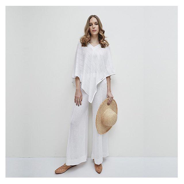 blusa estilo poncho y palazzo tejidas en hilo verano 2020 Agustina Bianchi