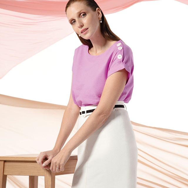 blusas basicas con minifalda tiro alto Etam verano 2020