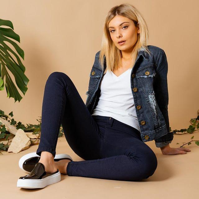 campera de jeans con roturas Alma jeans verano 2020