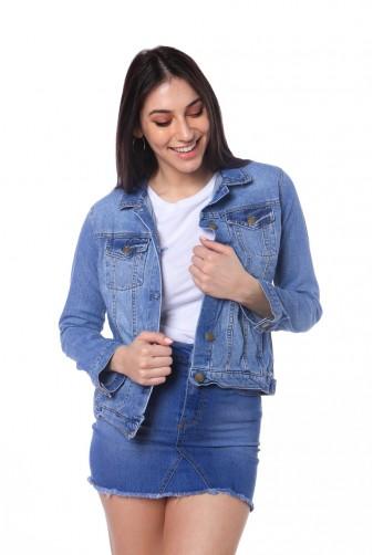 campera y minifalda ruedo rustico Vov jeans verano 2020