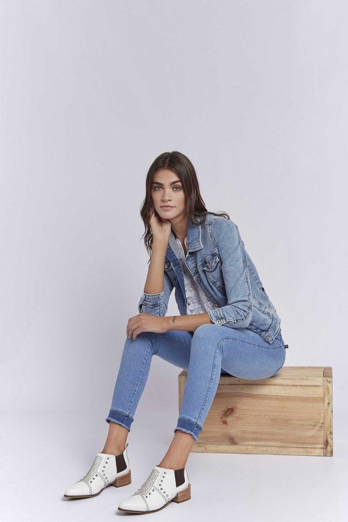 chupin celeste puños teñidos Viga Jeans verano 2020