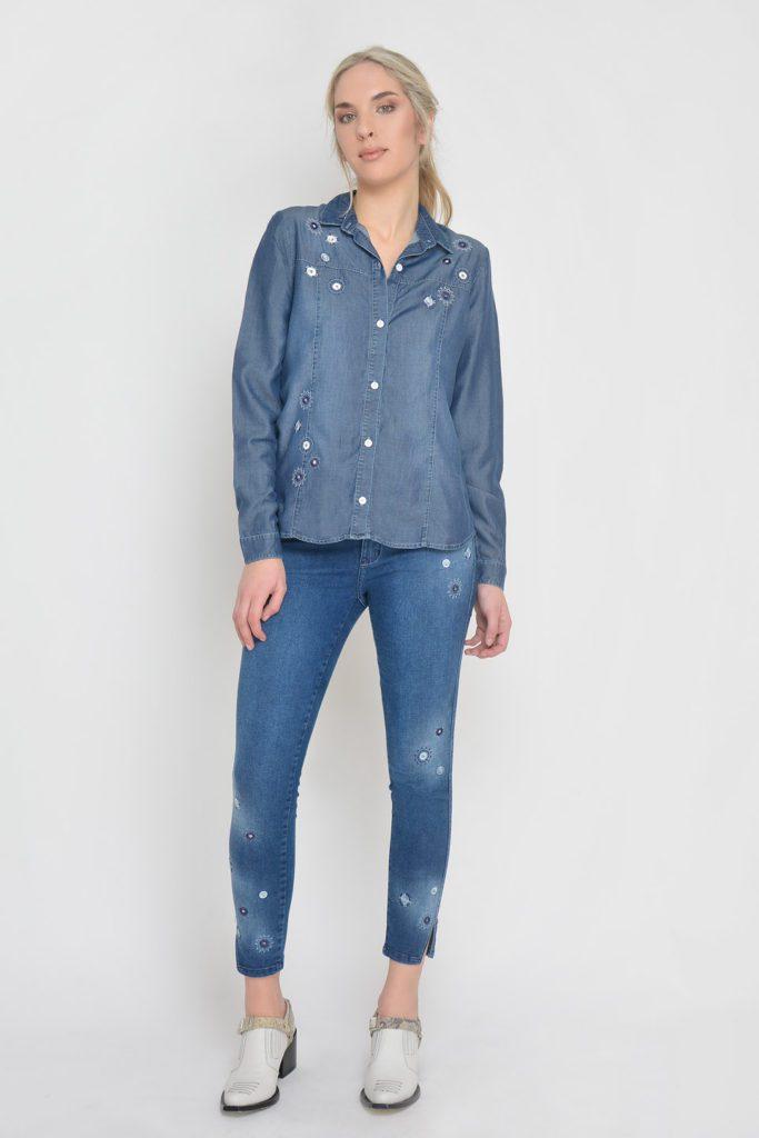 jeans con apliques y bordados Moravia verano 2020
