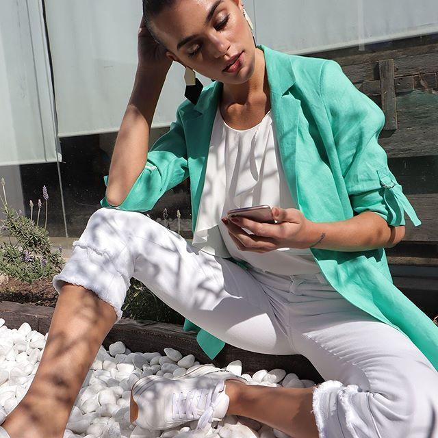 look blanco con blazer color Anna Rossatti verno 2020
