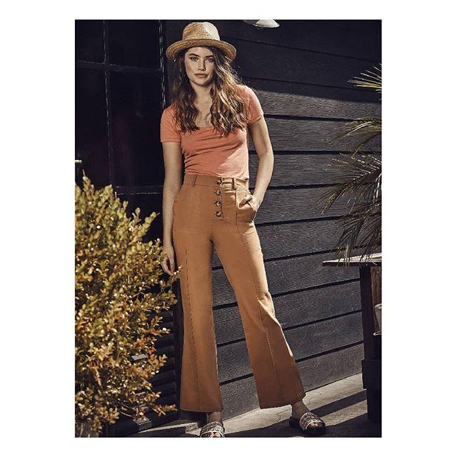 look urbano con pantalon crepe oxford Inversa verano 2020