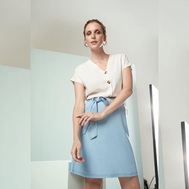 minifalda crepe tiro alto con lazo Etam verano 2020