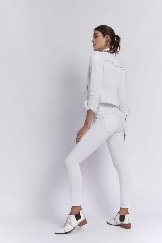 pantalon y campera de jeans blanca Viga Jeans verano 2020