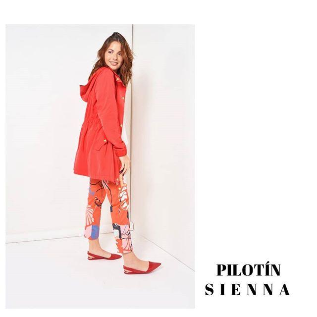 pilotin rojo con pantalon estampado Noelia G verano 2020