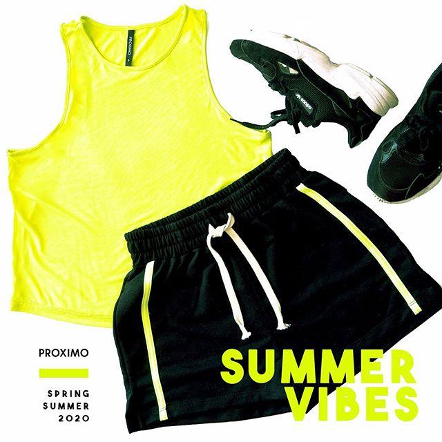short y musculosa neon Proximo verano 2020