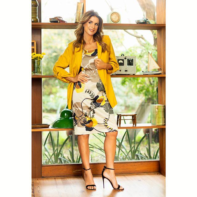 vestido estampado con saco amarillo Chatelet señoras verano 2020