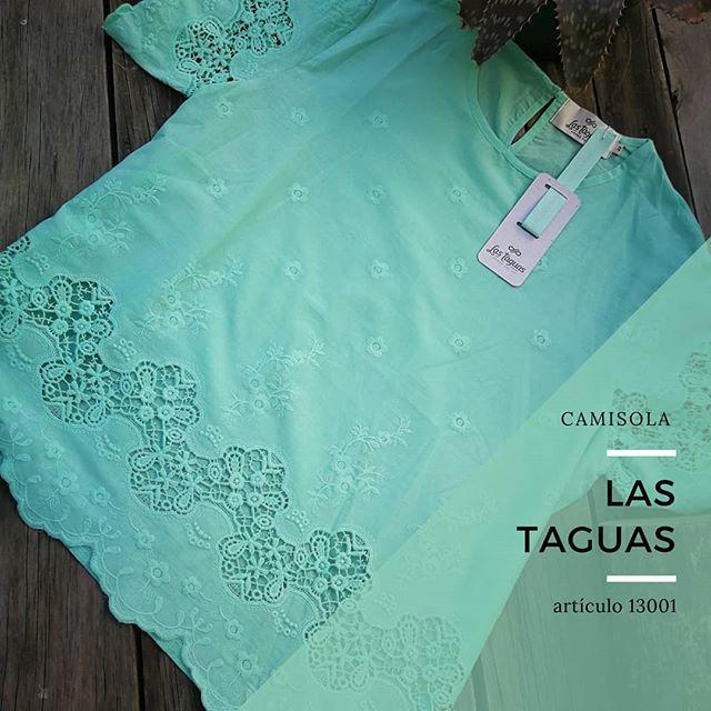 camisola con aplique de guipiur Las taguas verano 2020