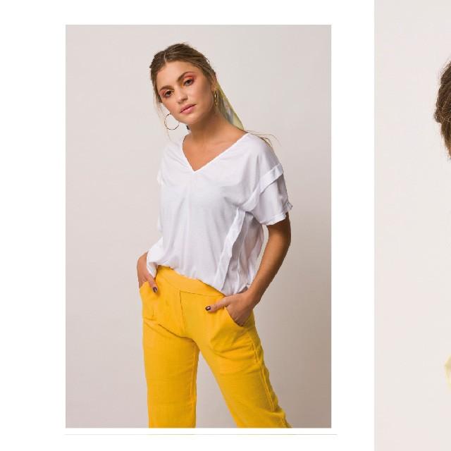 look con pantalon amarillo agustina sar verano 2020