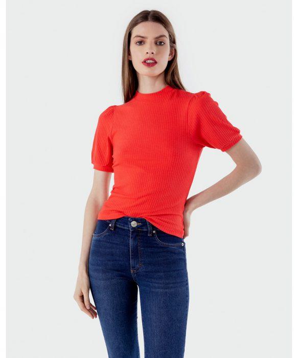 jeans y remera mangas cortas cuelo cerrado Kosiuko otoño invierno 2020