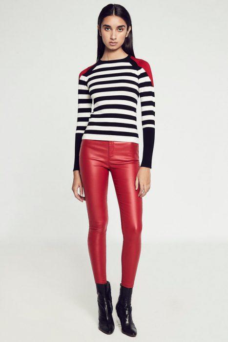 sweater a rayas con pantalon de cuero Markova otoño invierno 2020