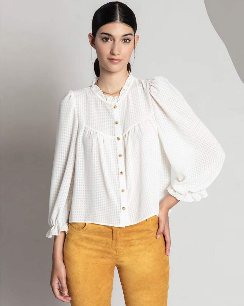 Look con blusa blanca mangas largas invierno 2020 Asterisco