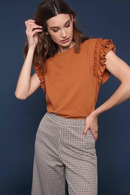 blusa color caramero y pantalon a cuadros invierno 2020 Nucleo Moda