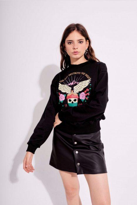 buzo algoon con minifalda engomada Muaa otoño invierno 2020