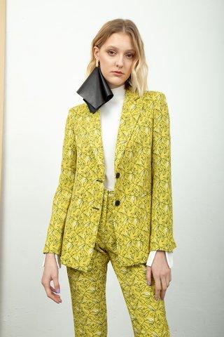 conjunto de blazer y pantalon engomado invierno 2020 Calandra