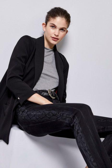 jeans desteñido con motivos tucci invierno 2020