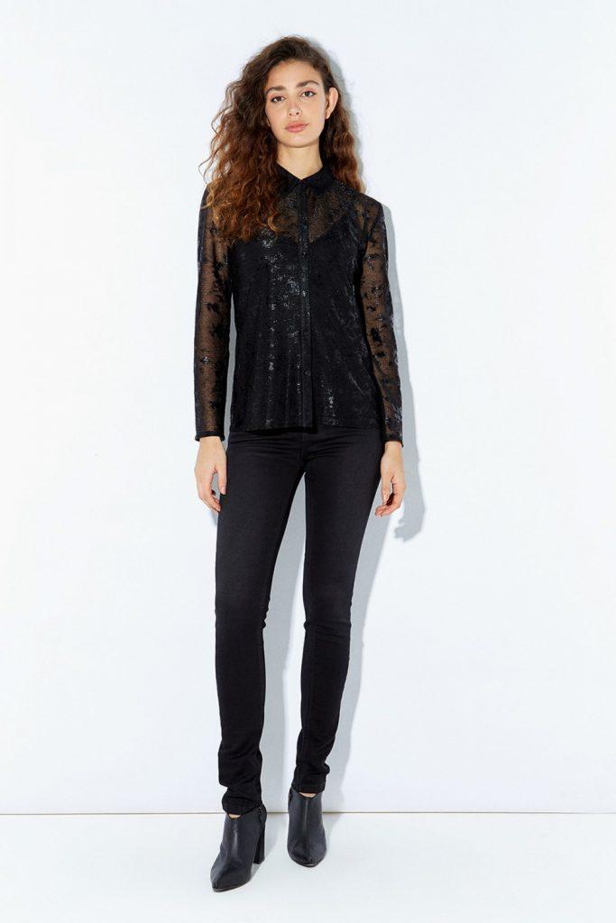jeans negro y camisa con microtul Ayres otoño invierno 2020
