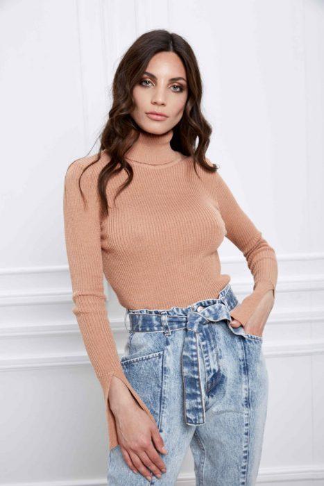 look casua polera y jeans Naima otoño invierno 2020