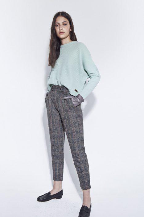 pantalon a cuadros y sweater bled otoño invierno 2020
