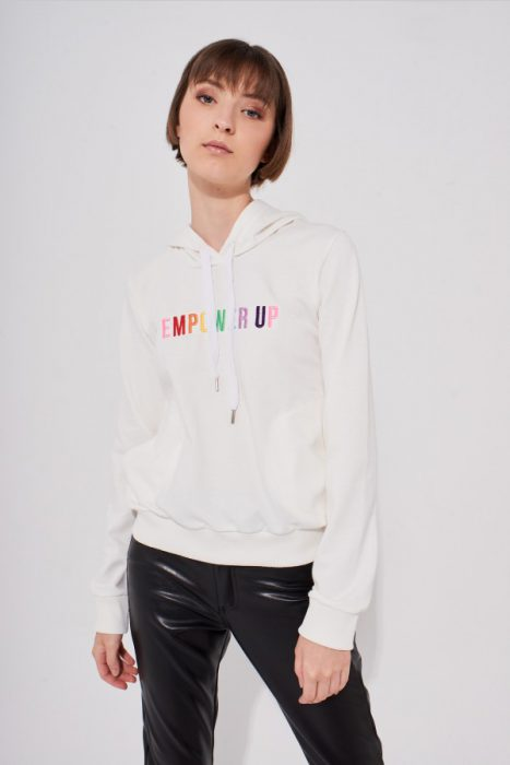 pantalon cuero y buzo algodon muaa otoño invierno 2020