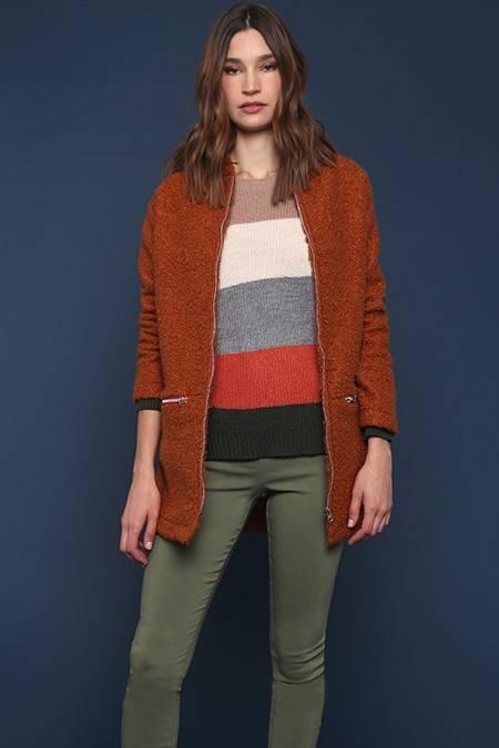 saco simil corderito y sweater rayado invierno 2020 Nucleo Moda