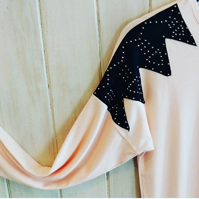 sweater con aplique de tachas Pura pamapa invierno 2020