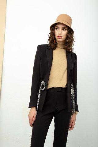 traje negro moderno mujer invierno 2020 Calandra