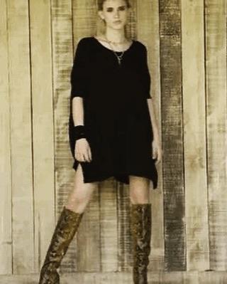 vestido corto con botas altas pura pampa invierno 2020