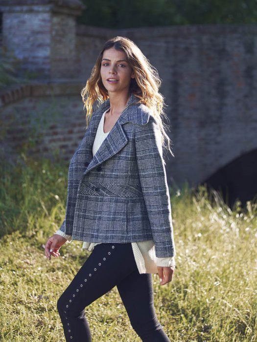 blazer tweed y pantalon con tachas sail otoño invierno 2020