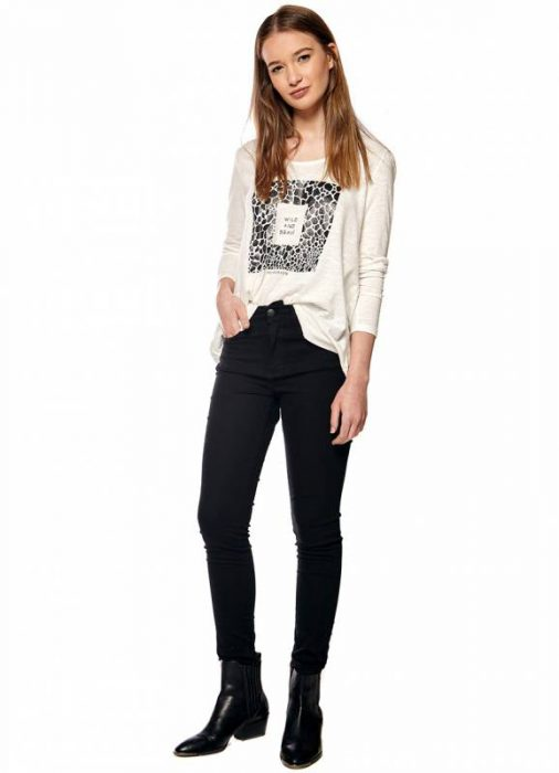 jeans negro y remera mangas largas otoño invierno 2020 by Melocoton