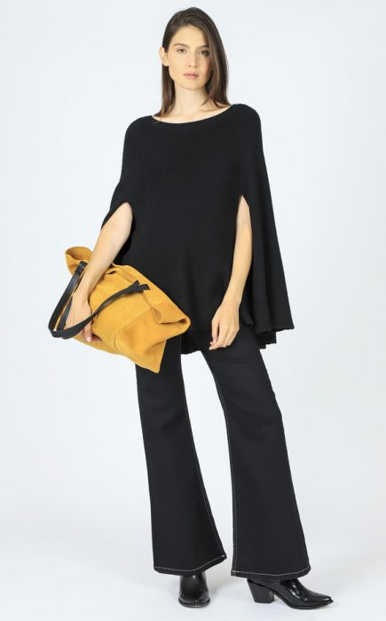 jeans oxford y capa negra corta invierno 2020 Paula Cahen D Anvers
