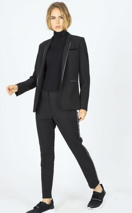 traje negro mujer invierno 2020 Paula Cahen D Anvers