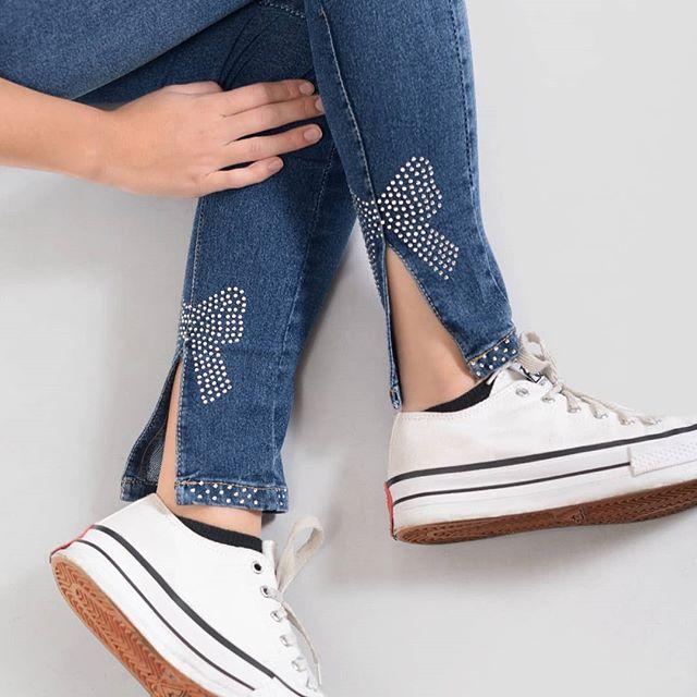 jeans juveniles con tachas mujer Diosa Luna invierno 2020