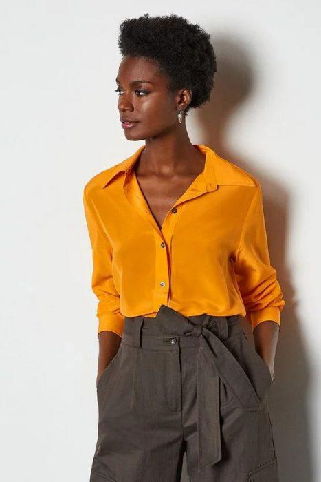 amarillo azafran y gris combinacion colores de moda verano 2021