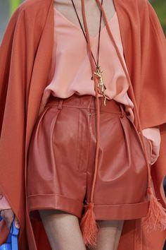 bordo y rosa coral combinacion colores de moda verano 2021