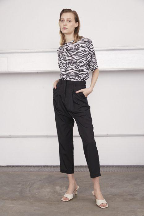 Look en pantalon de vestir negro para mujer verano 2021 Calandra