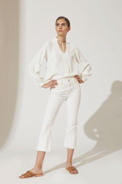 Outfits con jean blanco para mujer verano 2021 estancias chiripa