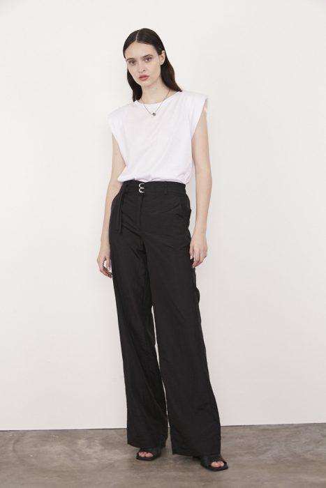 Outfits pantalon palazzo negro verano 2021 Calandra