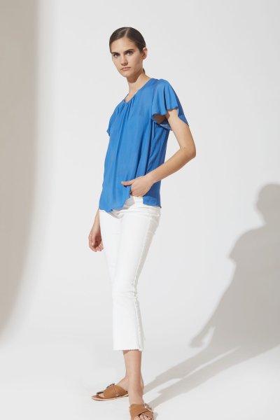Pantalon blanco con blusa turquesa verano 2021 estancias chiripa