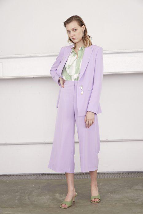 Traje lila con pantalon culotte verano 2021 Calandra