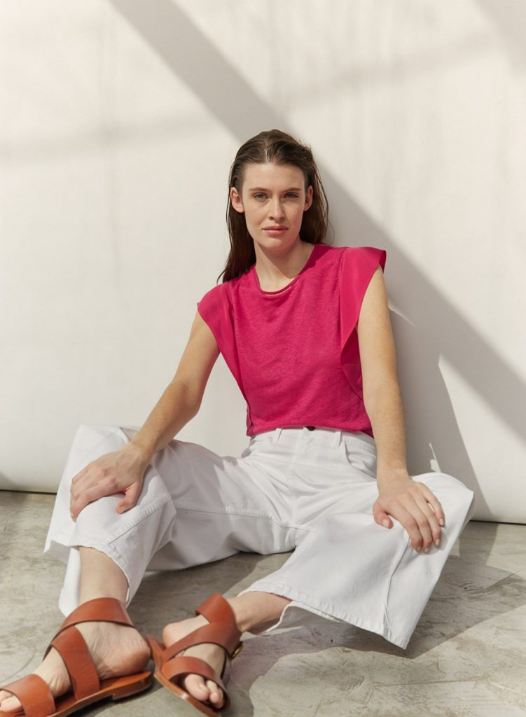 look urbano con pantalon blanco verano 2021 Etiqueta Negra