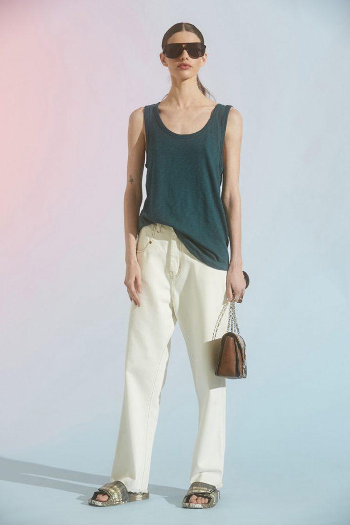 musculsa verde y pantalon blanco Maria cher verano 2021