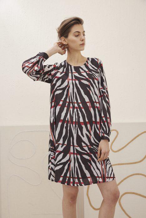 vestido corto mangas largas estampado verano 2021 Carmela Achaval