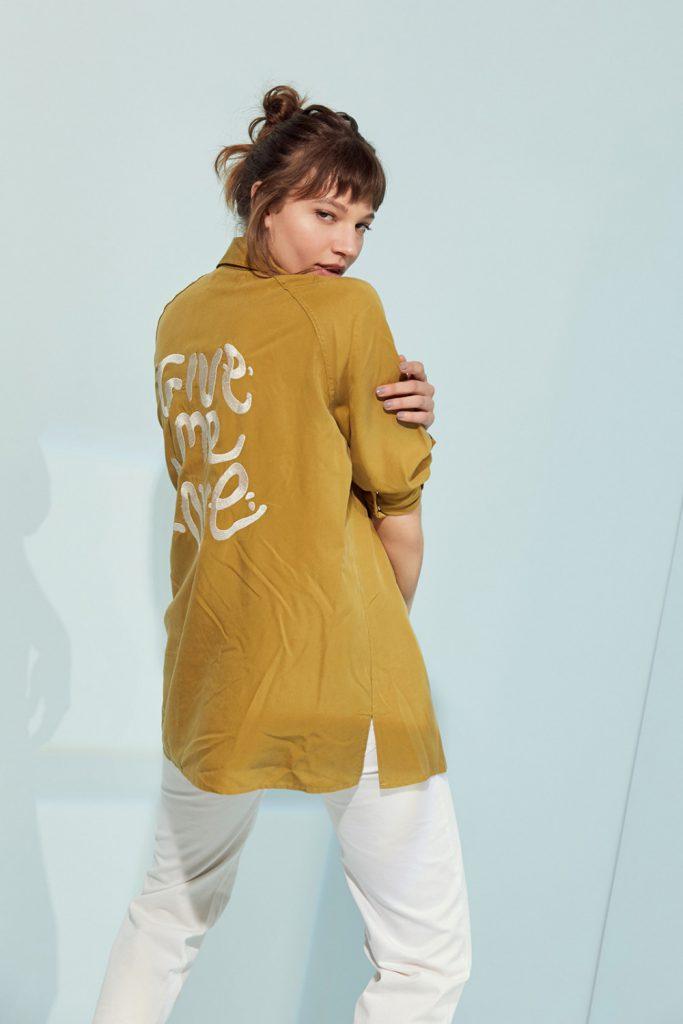 camisa con emprewsiones en espalda vesna verano 2021