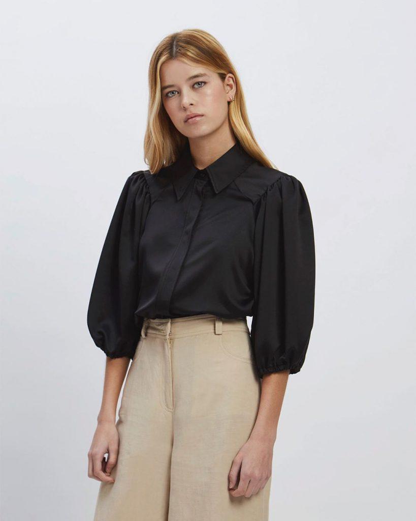 camisa con manas abullonadas Awada verano 2021