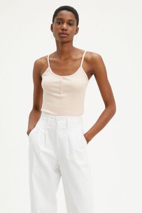 pantalon blanco gabardina plisado para mujer verano 2021 Levis