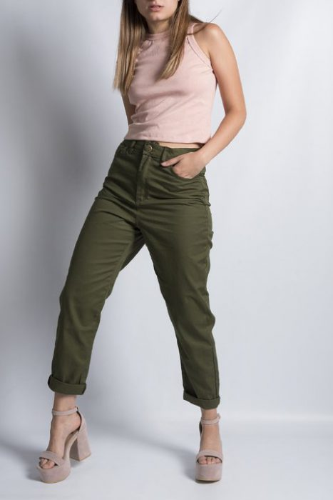 pantalon de gabardina verde militar Clan Issime verano 2021